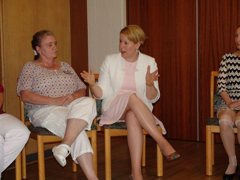 Bundesministerin Dr Franziska Giffey Zu Gast Im Haus Am Steinhubel Stiftung Kreuznacher Diakonie